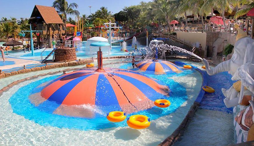 O parque aqu tico thermas dos laranjais um dos melhores for Piscina de sal em olimpia